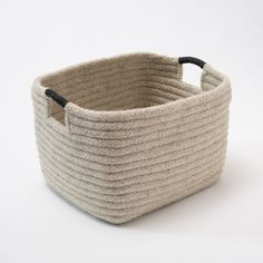 Simple and sturdy in a rectangle design. Light grey, natural un-dyed wool is accented with hand-wrapped, black leather handles. Arts And Crafts House, Diy Home Crafts, Lace Bag, Rope Basket, Bamboo Basket, Knitted Bags, Leather Handle, Wool, Design