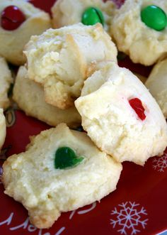 Whipped Shortbread Cookies Recipe ~ Says: only 4 ingredients to create a very traditional Christmas cookie that is really, really tasty