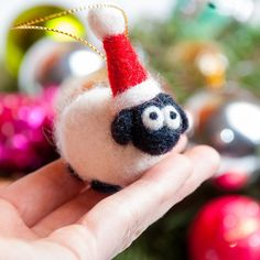 Sheep Crafts, Felt Crafts, Needle Felted Ornaments, Christmas Needle Felting, Felt Keyring, Needle Felting Kits, Wool Felting, Kit Diy, Felt Pictures