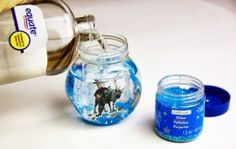 FROZEN snow globes with stickers, glitter and mineral oil.Easy FROZEN snow globes with stickers, glitter and mineral oil. Frozen Snow Globe, Frozen Christmas, Diy Snow Globe, Snow Globes, Christmas Crafts, Glitter Globes, Pink Christmas, Christmas Lights, Christmas Decorations