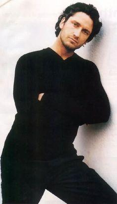 Gerard Butler Young, Gerard Butler Movies, Actor Gerard Butler, Hot Actors, Actors & Actresses, Hollywood Actresses, Celebrity Crush, Celebrity Photos, Dracula 2000