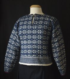 I'll be teaching the Danish Skrå-trøje in May at Interweave Lab in Manchester, NH! This awesome sweater was knitted in different weights of yarn and has wonderful design details that make it a classic!