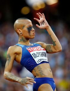 World Athletics: Inika McPhersons extravagantes Make-up - Star Pin Action Pose Reference, Human Poses Reference, Pose Reference Photo, Female Reference, Body Reference, World Athletics, Anatomy Poses, Cool Poses, Dynamic Poses