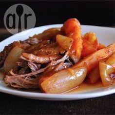 Crockpot Rinderbraten / Ein sehr einfaches Rezept für Rinderbraten aus dem Slow Cooker.@ de.allrecipes.com