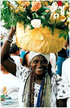 Brazilian culture. A gift to Yemanjá, godess of the sea. // Presente para Yemanjá