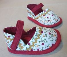 Baby shoe tutorial - in Hungarian, but one should be able to figure it out by looking at the pictures.