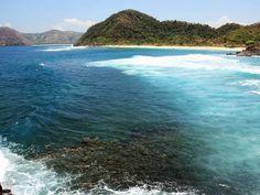 Bagi anda yang mungkin juga memiliki hobi berselancar atau surfing, salah satu objek wisata pantai di Lombok yang wajib anda kunjungi yaitu spot wisata Pantai Mawi.  Yuk kunjungi https://wisatasukasukablog.wordpress.com/2016/03/26/spot-wisata-pantai-mawi-surganya-surfing-di-lombok-tengah/