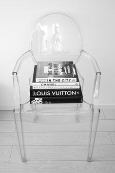 homevialaura #kartell #louisghost #chair #coffeetablebook