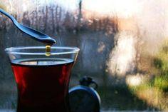 Gözlerime uzağa daldığına bakma, İçimin ırağındayım…  İnsan, Bazen geç kalıyor… Bir çaya… Bir duaya… Birine …  Birbirine … Yazık!