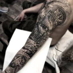 Awesome sleeve by Laura Juan