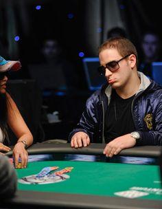 Você chega no cassino, e presencia Matt Marafioti (o cara mais irritante e odiado do poker), perdendo milhões em uma mesa. O que você diria a ele?