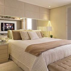 A great bedroom design is one that is both stylish and comfortable. Master Bedroom Design, Home Decor Bedroom, Bedroom Ideas, Bed Design, House Design, Luxury Interior, Interior Design, Plafond Design, Home Warranty
