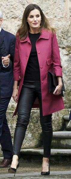 Queen Letizia - Atos Lombardini pink/red partterned coat - Uterqüe black nappa leather leggins - Carolina Herrera black patent and suede pumps - Magrit black smooth envelope clutch bag - Gold & Roses double dagger earrings