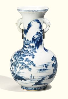 A Chinese blue and white vase<br>Qing Dynasty, 19th century | lot | Sotheby's
