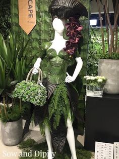 Horte Couture Spotted at Allstate in Dallas, see more cool home and garden spring trends here! Arte Floral, Deco Floral, Floral Design, Flower Hats, Flower Dresses, Christmas Tree Dress, Mannequin Art, Garden Dress, 2016 Trends