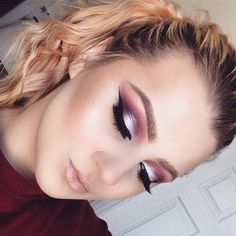 Beautiful shadow technique, the colors are so vibrant!