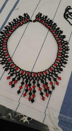 Harika Seed Bead Jewelry, Diy Jewelry, Jewelry Design, Beaded Jewelry, Beaded Earrings, Collar Redondo, Bead Art, Pearl Beads, Round Beads