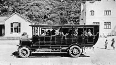 Bus to Wynberg leaving the Beach Hotel, Hout Bay 1920 South Africa Old Pictures, Old Photos, Vintage Photographs, Vintage Photos, Hotel Secrets, Cheap Hotels, Most Beautiful Cities, African History, Beach Hotels