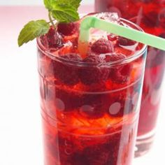 Raspberry SpritzerA refreshing and low calorie alternative to sugar-laden sodas