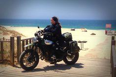 Há mulheres a quem o mundo dá a volta, e há outras que dão a volta ao mundo. O motociclismo tem destas coisas!