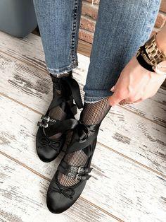 #fishnettights & #flats 🔛 www.elikshoe.pl 🔛   #elikshoe #ewelina_bednarz #kolekcjonerka_butow #shoes #buty #fashion #streetstyle #outfit