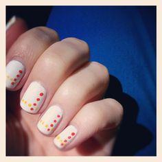 nail tutorial: minimalist dotted manicure