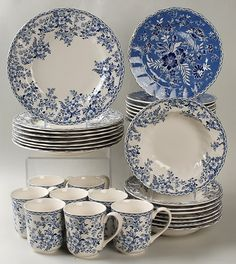 Johnson Brothers Devon Cottage Dinnerware - want this for my Devon cottage. Blue And White Dinnerware, Blue Dinnerware, Blue Dishes, White Dishes, Blue And White China, Blue China, Devon Cottages, Blue Plates, Vintage Dishes