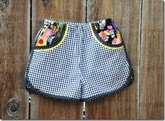 Doubled up bias tape! Awesome! Made with Moxie's Prefontaine shorts pattern || Living with Punks