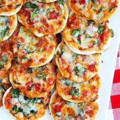 MINI PIZZAS VIR DIE KOSBLIK Lewer ± 24 pizzas BESTANDELE: KORS: 750ml koekmeel ... 15ml bakpoeier 250ml melk 100ml olie