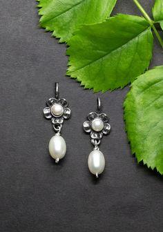 Belly Button Rings, Gold, Pearl Earrings, Pearls, Modern, Jewelry, Rhinestones, Ear Piercings, Silver