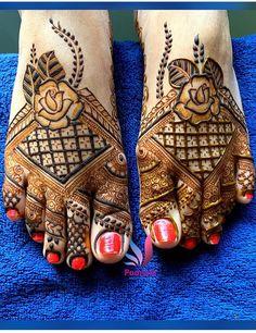 Leg Mehendi Design, Mehndi Designs Feet, Peacock Mehndi Designs, Indian Henna Designs, Back Hand Mehndi Designs, Leg Mehndi, Mehndi Designs For Girls, Modern Mehndi Designs, Dulhan Mehndi Designs