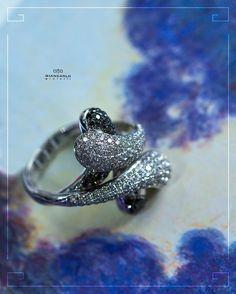 Оригинальное кольцо с черными и белыми бриллиантами от #Giancarlogioielli  подчеркнет Ваш утонченный стиль и станет отличным дополнением к различным нарядам. Контраст белых и черных камней поражает эффектом противоречивого и одновременно гармоничного единства! Такое кольцо безупречный подарок для настоящей королевы! Белое золото вес - 1280 гр. проба - 750 Белые бриллианты - 177 к./166 шт. Черные бриллианты - 053 к./38 шт.  #jewellery #pendant #bracelet #gold #diamonds #beauty #women…