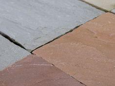 Der etwas andere Terrassenbelag: Marmorplatten für den Garten begeistern durch Langlebigkeit, Optik und Haptik.