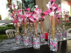 Garrafinhas com flores de tecido