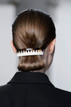NYFW Fall 2015 - Beauty Trends - Hair Accessories - Looped bun hairstyle held up with a barrette at Suno Romantic Hairstyles, Everyday Hairstyles, Bun Hairstyles, Beauty Haven, Barbie Hairstyle, Hair Game, Hair Accessories For Women, Beauty Trends, Fashion Week