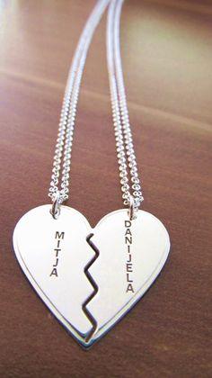 Srebrna verižica polovici srca za zaljubjene