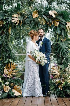 Тропическая выездная регистрация в яхт-клубе Нептун #свадьба #арка #выезднаярегистрация #свадебныйдекор #bride