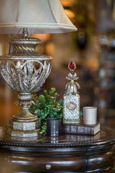 Pretty side table vignette | Be My Guest    ᘡղbᘠ
