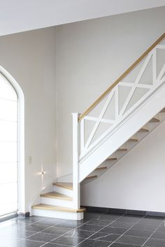 D'Hondt Interieur House Staircase, Loft Stairs, Staircase Railings, Stairways, Banisters, Modern Stair Railing, Stair Railing Design, Modern Stairs, Cottage Stairs