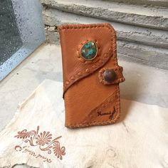 * Deerskin iPhone case by Nomad World* ・Handmade item ( for iPhone 6・7) Look like so Cool & Cute! ・Materials: Deerskin, Stone : Turquoise , Suede Leather , Old Coin, metal parts. ・Color : Camel ・Size : W 8.5 cm( 3.5 inch)x H 15.5 cm( 6 inch) * Only 1 * this is a not include iPhone hard case, if you want it,Please tell me it. (add 648 yen) Made in JAPAN. ☆Stone is ONLY 1 ☆ Please check the photo. I use a natural Stone & Leather & materials. * Ships worldwide from Japan. ...