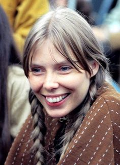 Young Joni Mitchell