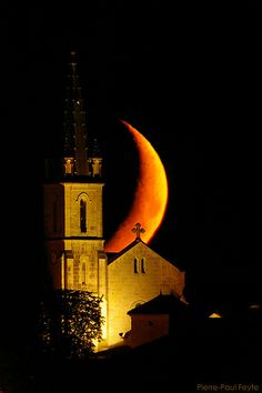 The crescent moon sets behind Blaziert church    Pirineu Central, France