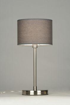 artikel  71822 Tafellamp, uitgevoerd met een stevig armatuur van geschuurd staal. De ronde kap heeft een linnen structuur en is grijs van kleur. https://www.rietveldlicht.nl/artikel/tafellamp-71822-modern-staal_-_rvs-stof-grijs-rond