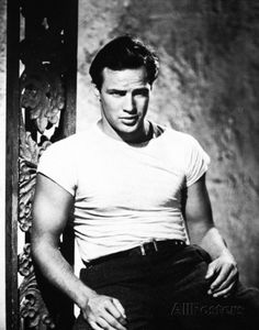Marlon Brando-Street Car Named Desire. The Classic T-Shirt Look. There is nothing sexier than if a man can make a T shirt look good. (Well it also helps if you look like Marlon Brando) Hollywood Icons, Golden Age Of Hollywood, Hollywood Stars, Classic Hollywood, Old Hollywood, Hollywood Actresses, Hollywood Picture, Marlon Brando, Don Corleone