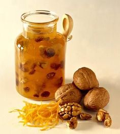 Jam with nuts - Confettura con le noci Jam Recipes, Sweets Recipes, Italian Recipes, Marmalade Jam, Christmas Food Gifts, Christmas Recipes, Romanian Food, Beautiful Fruits, Liqueur