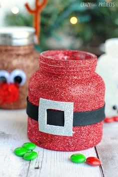 recyclage pot en verre pailleté de paillettes rouges, ceinture père noel, activité noel maternelle, pot à bonbons diy Christmas Craft Projects, Easy Christmas Crafts, Christmas Activities, Simple Christmas, Christmas Gifts, Christmas Decorations, Christmas Holidays, Kindergarten Christmas, Winter Holidays