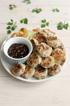 """Vegan """"Chicken"""" Nuggets: crispy on the outside, tender on the inside and SO addictive!"""