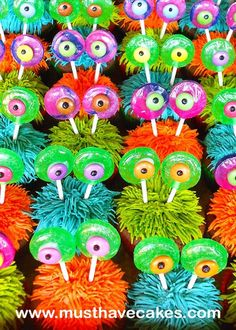 Monster Cupcake: uses candy for the eyes...lollipops gummi lifesavers and casndy eyes...super easy
