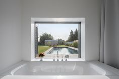 Foto: Leonhard Hilzensauer Bathroom Styling, Architecture Design, Windows, Gallery, Modern, House, Interiors, Buildings, Houses