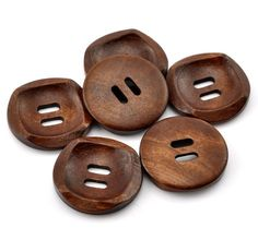 Dřevěný knoflík - tmavý